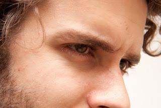 眉毛を整える